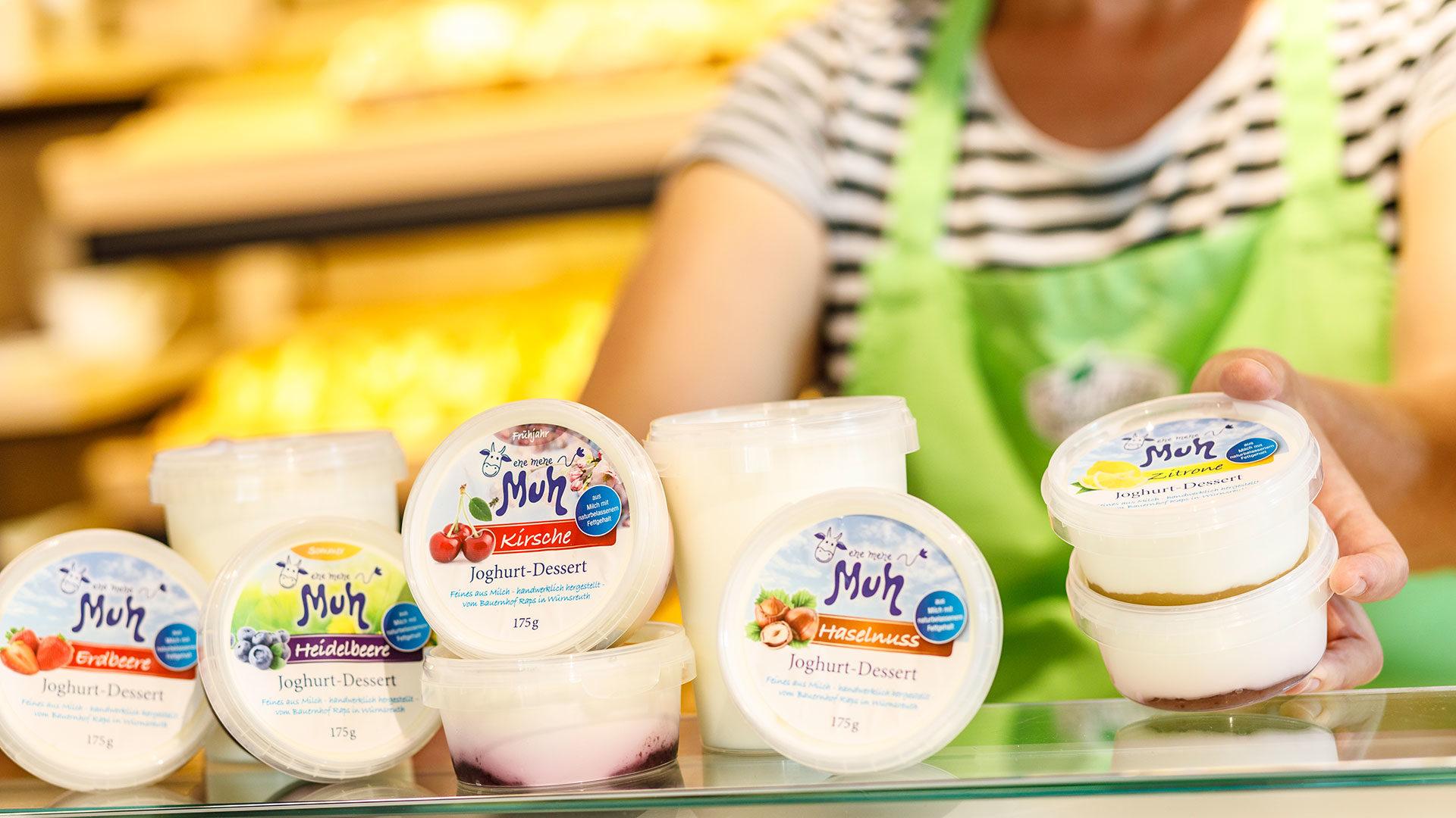Joghurt Produkte auf der Verkaufstheke